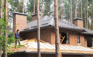 Треугольный конек на крыше из металлочерепицы