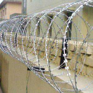 """Спіральний бар'єр безпеки """"Єгоза"""", d-900mm, 7 скоб з'єднання"""