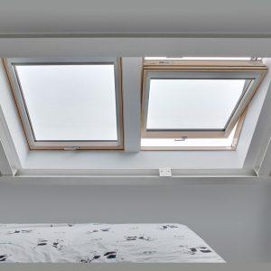 Вікно на дах Roto R48WH WD 80×146 (біла сосна)