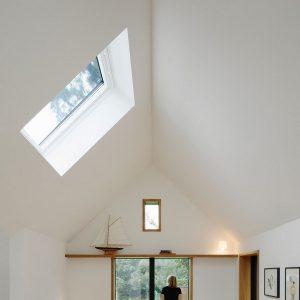 Вікно для мансарди Roto R48WH 65×140  (біла сосна)