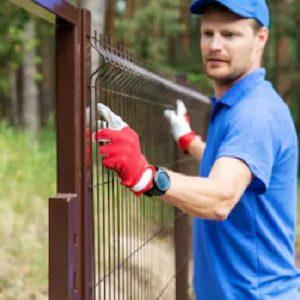 Установка паркану із секцій висотою до 2,4 м з точечним бетонуванням
