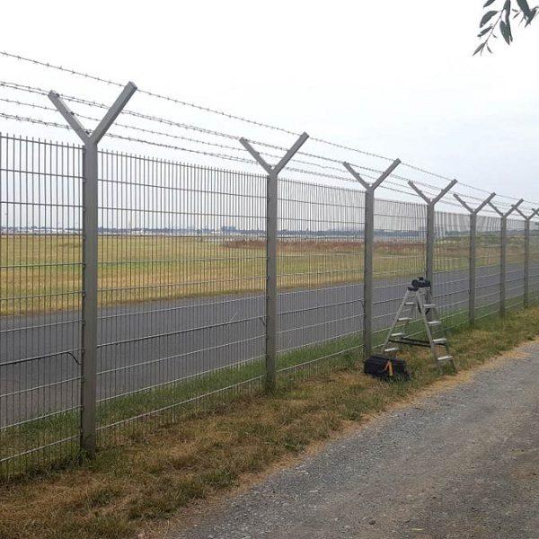 Установка паркану із секцій висотою до 2,4 м (бетонування стовпів) з Y накінечником і АКС