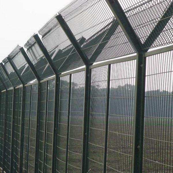 Монтаж секційного паркану висотою до 2,4 м (точечне бетонування) з Y накінечником і панеллю 530 мм