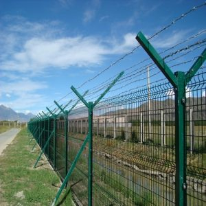 Монтаж секційного паркану висотою до 2,4 м (бетонна основа) з Y накінечником і АКС