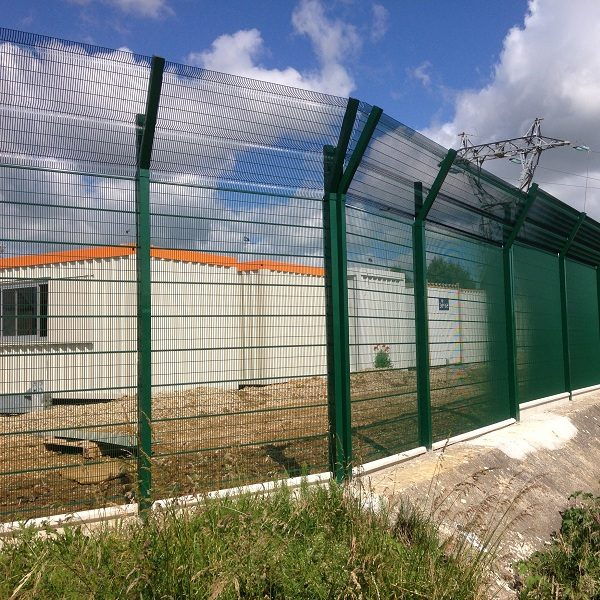 Будівництво секційного паркану висотою до 2,4 м (анкеровка) з Y накінечником і секцією 530 мм