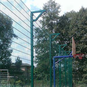 Будівництво секційного паркану висотою від 4 м до 6 м з бетонуванням стовпів, накінечником і сіткою