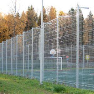 Будівництво секційного паркану висотою від 4 м до 6 м (анкеровка) з накінечником і сіткою