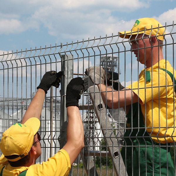 Установка паркану із секцій висотою від 6 м з точечним бетонуванням