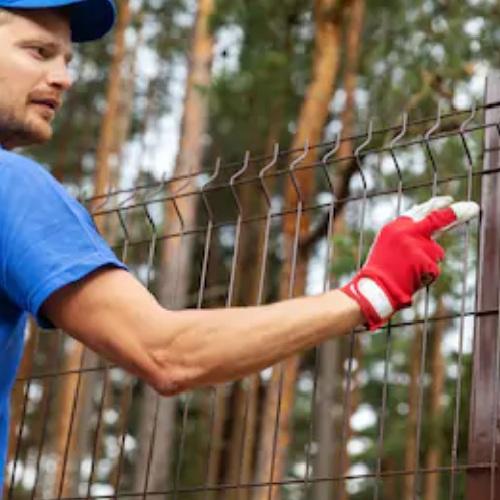 Установка паркану із секцій висотою від 4 м до 6 м на готову бетонну основу