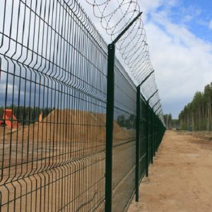 Будівництво секційного паркану висотою до 2,4 м (бетонування стовпів) з Г накінечником і ПББ